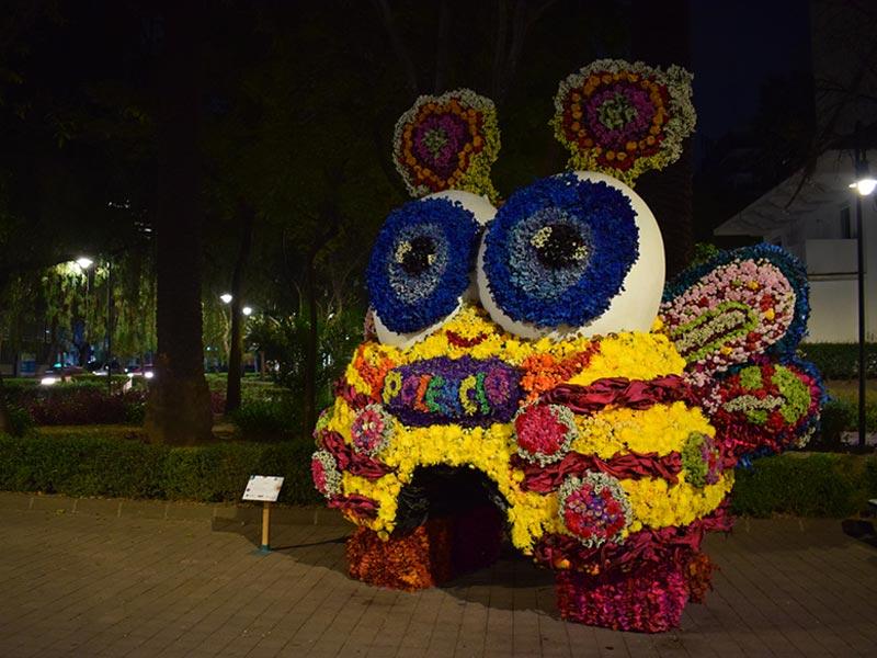 Polencio vestido con flores para evento de FYJA