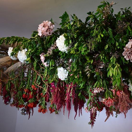 Techo elaborado con flores
