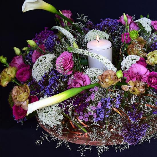 Arreglo floral con estructura circular