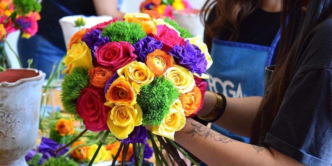 Ramo de flores colorido hecho en el Curso Básico de Floristería