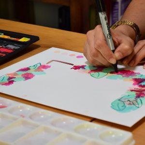 Boceto de flores con acuarela y plumón