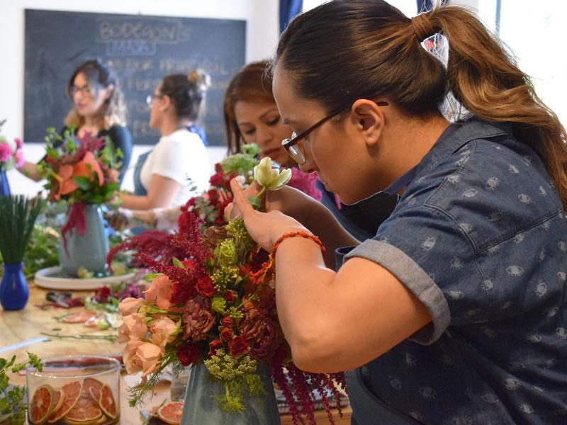 Alumnas en Curso Básico de Floristería
