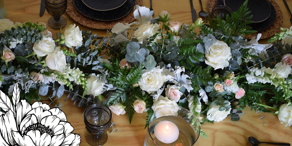 Camino de mesa con rosas
